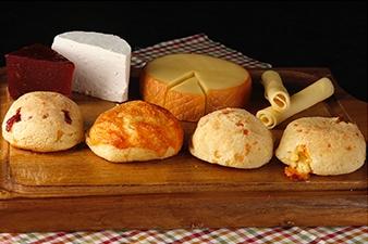Brasilianische Küche: Pão de Queijo - Käsebrötchen